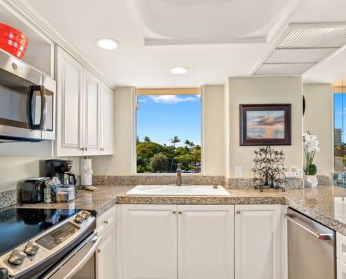 1-Bedroom Ocean View Premium Kitchen