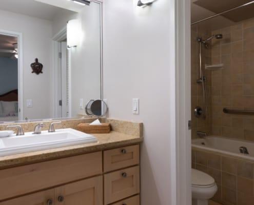 1-Bedroom Oceanside Premium Bathroom